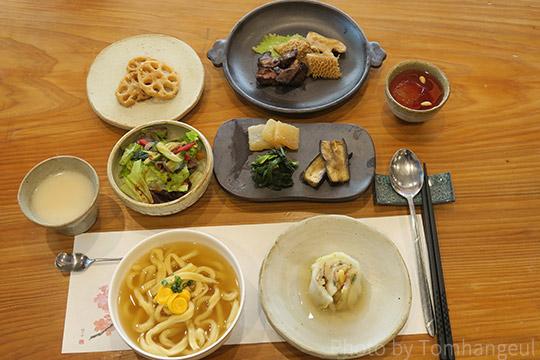 「飲食知味方」を再現した料理を味わう~慶尚北道を愛する親睦会
